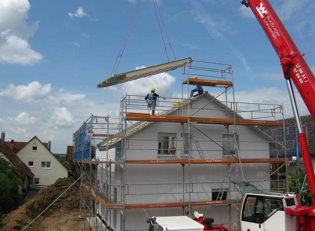 maison avec un toit en amiante