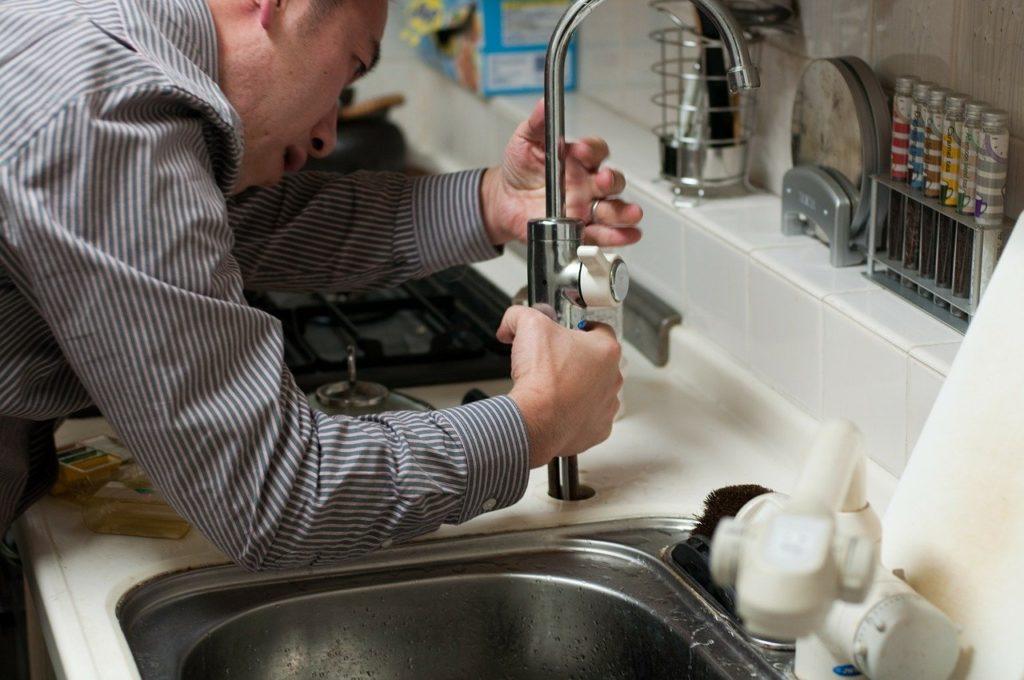 Réparation fuite d'eau locataire ou propriétaire