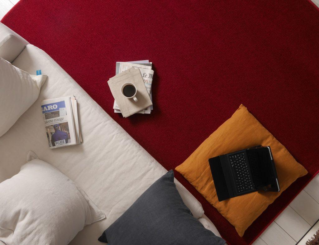 Remplacement de moquette : propriétaire ou locataire ?